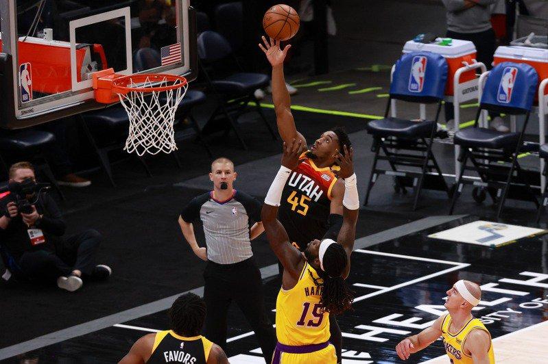 [NBA台灣] 洛杉磯湖人陷入冬眠連四敗 爵士主場三分砲發威