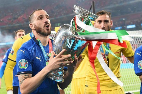 歐國盃決賽 義大利球隊後衛 Leonardo Bonucci 對著鏡頭大喊「It's coming to Rome!」
